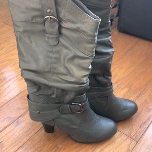 Women's Boots w/ the heel🤗